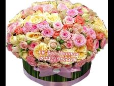Корзина цветов из роз и герберов