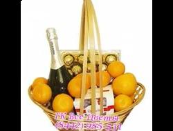 Новогодние корзины с шоколадом, шампанским и фруктами