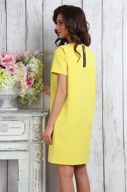 Желтых платьях прямого силуэта