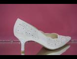 Свадебные туфли белый средний каблук острый мыс классические украшены вышивкой стразами серебро  № 672-621=ХХХ