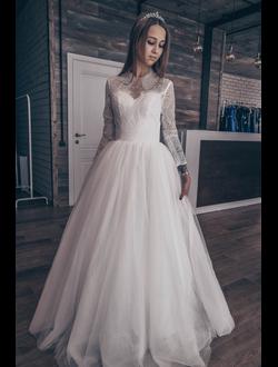 23b4a46b172 Белое пышное свадебное платье из тонкого кружева с длинными рукавами прокат  Уфа