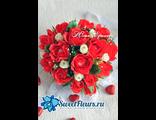 Сердце из красных роз.