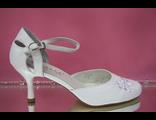 Свадебные туфли белые Свадебные туфли белые открытые туфли с закрытым носиком и пяткой круглый мыс низкий каблук украшены № S053-01=01