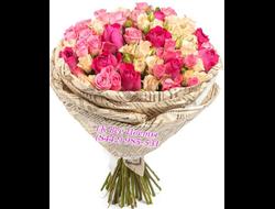 Букет-спрей из кустовых и цветных роз