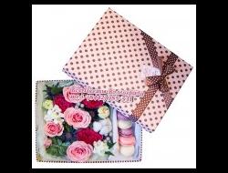 Цветы в коробке с макарунами Милый Праздник