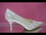 Свадебные туфли айвори средний каблук острый мыс украшены вышивкой стразами №647-1320=132с/к