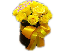 Цветы в шляпной коробке 17 желтых роз