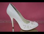 Свадебные туфли белые расшиты стразами серебренными жемчугом купить недорого Москве средний каблук