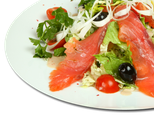 Салат Император: микс из салатных листьев, семга, помидоры Черри, лук порей, маслины, масло оливковое, 200 гр, 452 Ккал