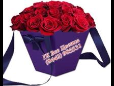 Цветочная подарочная сумочка букет роз в коробке-25 роз