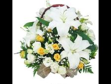 Корзина Бриллиант Лилии с белой и желтыми розами