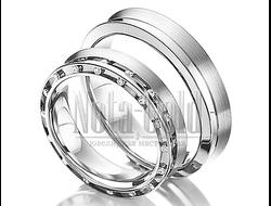 70bf7d664ab3 Обручальные кольца узкие из белого золота с двумя дорожками бриллиантов в женском  кольце с вогнутым