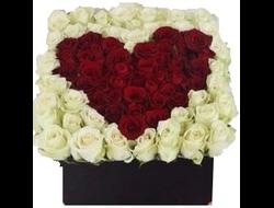 101 роза в коробке сердцем