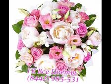 Белые или розовые Пионы с розовыми розами