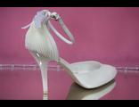 Свадебные открытые туфли цвет айвори с закрытым носиком и пяткой украшены драпировкой и симпатичным бантиком № 761-1991=91