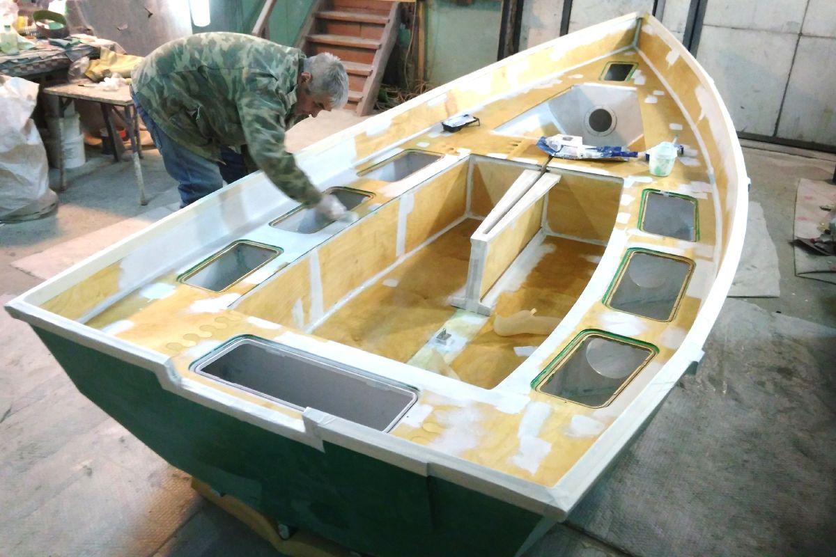 Моторная лодка из стола