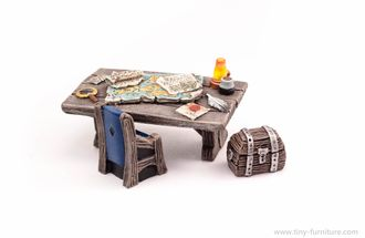 Treasure hunter table (painted)