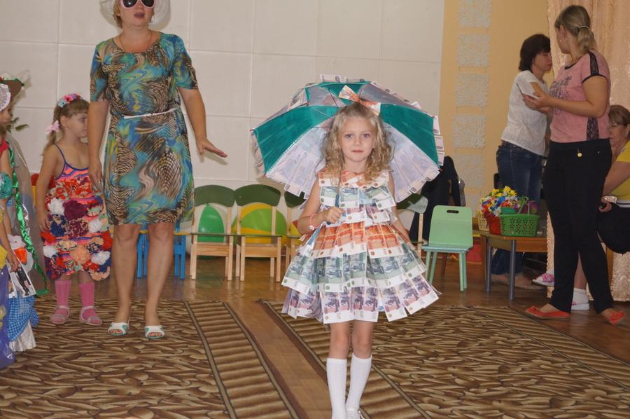 Костюм для девочки из бросового материала своими руками фото для 95