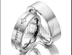 c3148ea0e083 Обручальные кольца из белого золота с дорожкой бриллиантов в женском кольце  с прямым профилем