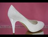 Туфли свадебные на небольшой платформе круглый мыс украшены выбитой кожей паутинка № 20L
