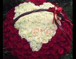 Корзина из 201 розы с сердцем