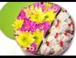 Коробочка с цветами и конферами