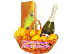 Корзина мандаринов и шампанское