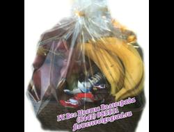 Корзина фрукты и шоколадные батончики