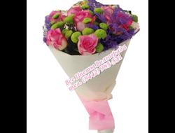 Розовые розы в фиалетовом констрасте