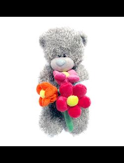 Мишка Me to you стоит с цветами 25 см