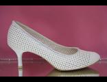 Свадебные кожаные туфли белые в дырочку маленький устойчивый каблук украшены стразами серебренными