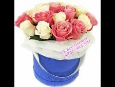 Розы 17 штук в шляпной коробке Карамелька