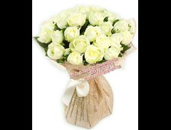 19 белых роз каскадом