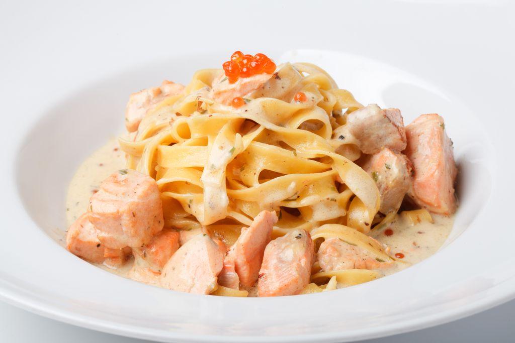 Фетучини с семгой в сливочном соусе пошаговый рецепт с