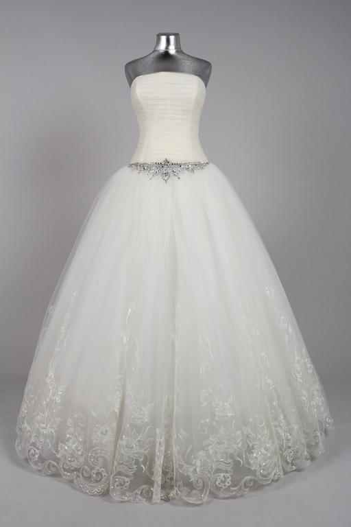 Фото платьев свадебных на манекенах