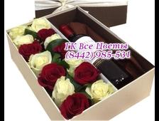 Розы в коробке шикарное вино в подарок