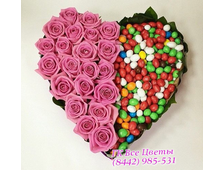 Сердце розы и конфеты