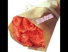 Кораллово-рыжые розы 15 роз в крафте