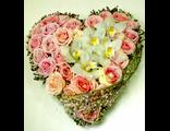 Сердце из роз и орхидей отличный подарок на Валентина