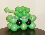 небольшой танк из шаров, танчик из воздушных шариков, подарок на 23 февраля, мужчине, парню
