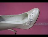 Свадебные туфли айвори кожаные средний каблук украшены стразами пайетками вышивкой купить красивые