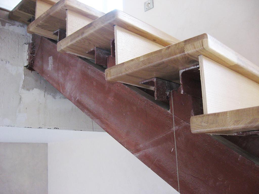 Услуги - Отделка металлических лестниц деревом