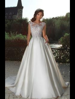 07d01a479f1 Пышное свадебное платье цвета айвори с рукавами