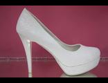 Туфли свадебные белые на платформе высокий каблук украшены розочками выбитой кожай № 383-В1226=26