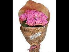 Стильный букет розовых (11 роз) в бумаге
