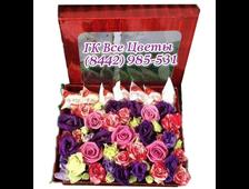 Цветы в коробке с рафаэллками