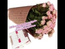 Букет из кустовой розы в крафт-бумаге с конфетами Рафаэлло набором