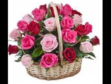 Корзинка цветных роз