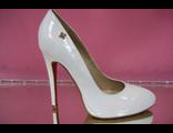 Белые свадебные туфли на платформе лакированные острый мыс на высоком каблуке шпилька кожаные № 182-А553=лак