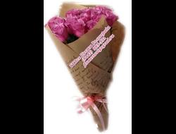 21 нежных розовых роз букетом